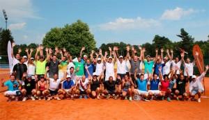 Gruppenfoto aller Teilnehmer der DMK-Tennis-Trophy